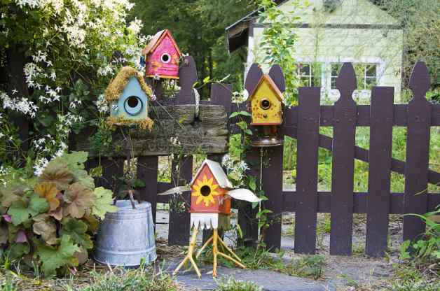 Birdhouses galore on this link, such a great way to get kids building houses that look stylish and interesting for your garden decor.