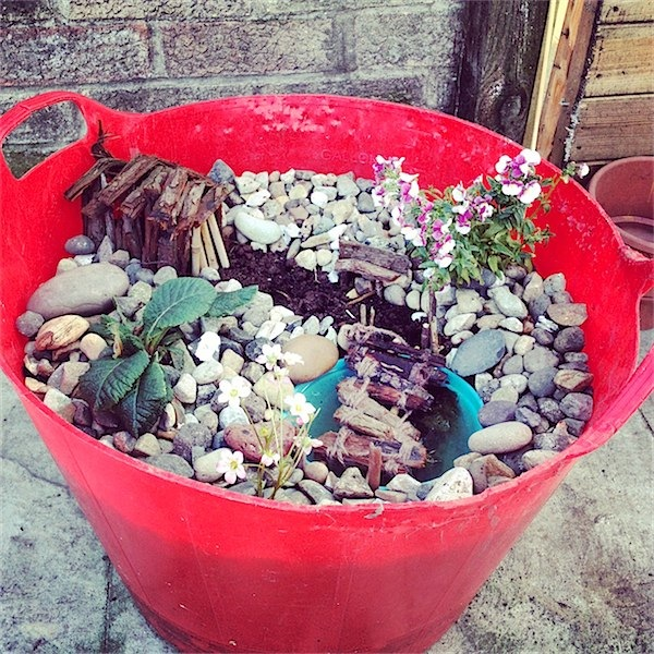 How to make a fairy garden. Toby & Roo :: Great site for inspirational children's activities, foods and fun ideas.