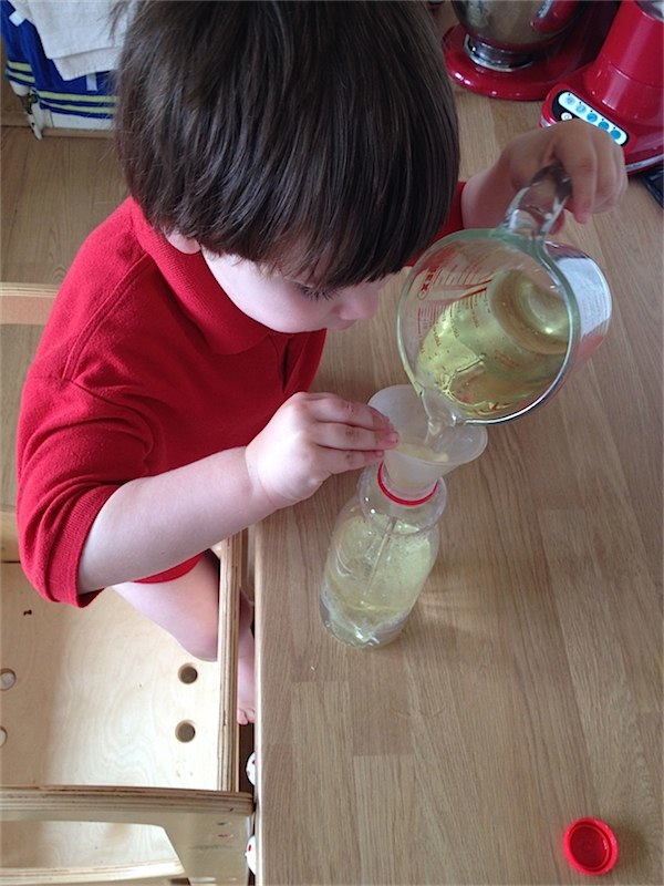 How to make your own lava lamp via Toby & Roo :: daily inspiration for stylish parents and their kids.