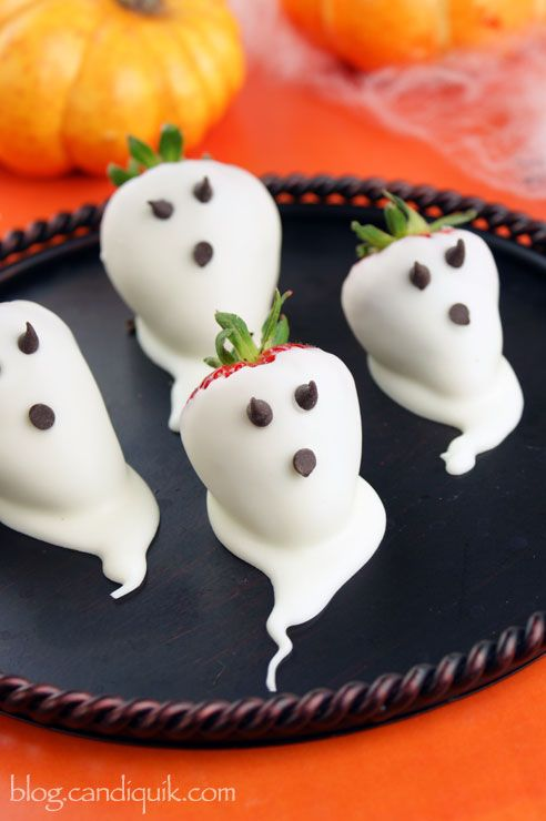 Halloween buffet food ideas via Toby & Roo :: daily inspiration for stylish parents and their kids.