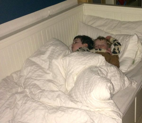 Bed sharing between siblings via Toby & Roo :: daily inspiration for stylish parents and their kids.