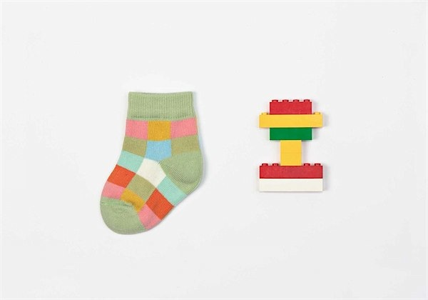 Petites pattes :: super fun socks via Toby & Roo :: daily inspiration for stylish parents and their kids.