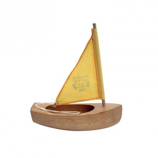 Beautiful handmade boats from Tirot via Toby & Roo :: daily inspiration for stylish parents and their kids.