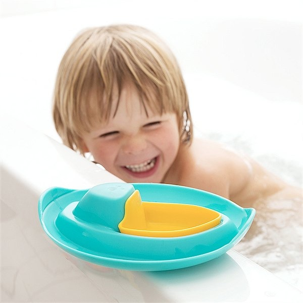Beach and bath toys from Quut via Toby & Roo :: daily inspiration for stylish parents and their kids.
