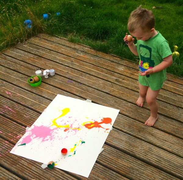 Egg bomb painting :: one of my favourite craft activities for kids via Toby & Roo :: daily inspiration for stylish parents and their kids.