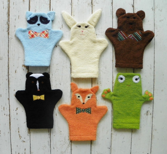 Adorable wash mitts that makes baby's first bath super cute! via Toby & Roo :: daily inspiration for stylish parents and their kids.
