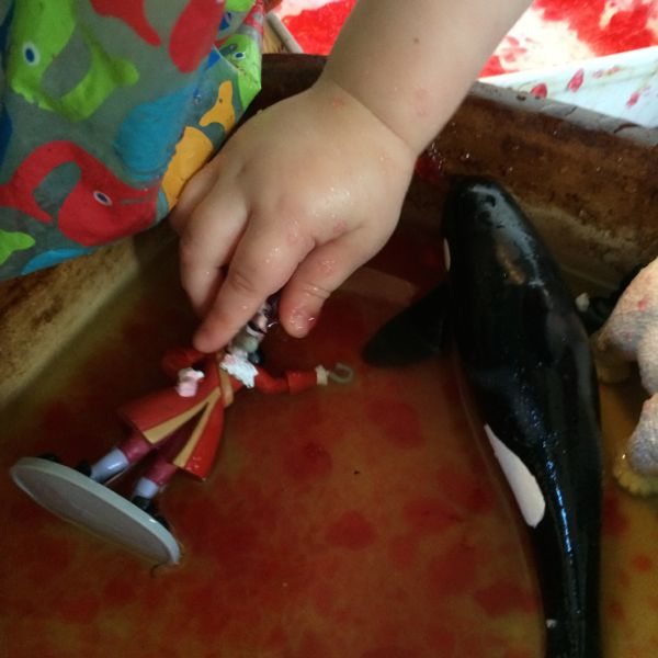 7 Edible sensory play activities for babies and toddlers via Toby & Roo.