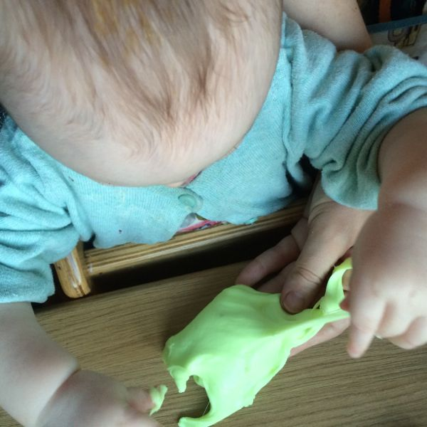 2 Ingredient, UK friendly, borax free slime recipe via Toby & Roo :: daily inspiration for stylish parents and their kids.