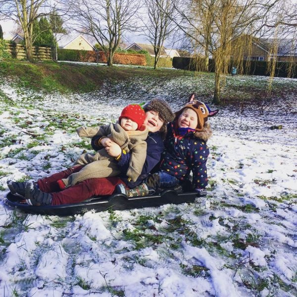 8 Tips & Activities for kids in Snow! via Toby & Roo :: daily inspiration for stylish parents and their kids.