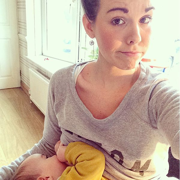 Breastfeeding mama power! Do you take brelfies (breastfeeding selfies?!) via Toby & Roo :: daily inspiration for stylish parents and their kids.