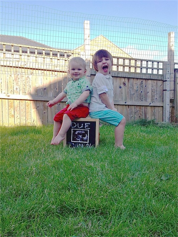 Toby & Roo :: daily inspiration for stylish parents and their kids. A great way to announce a pregnancy!