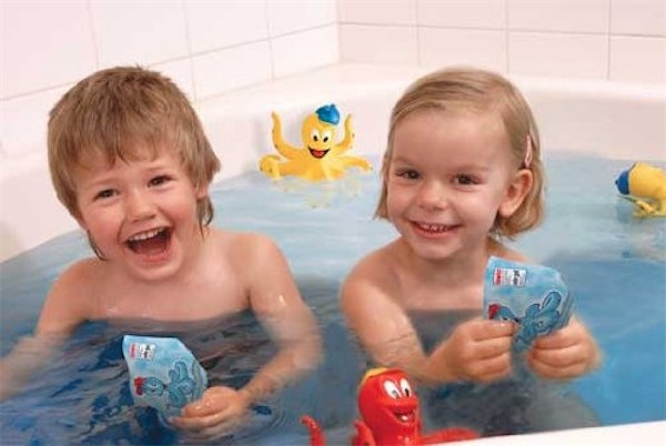 Tinti bath time fun via Toby & Roo :: daily inspiration for stylish parents and their kids.