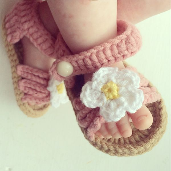 Darling crochet sandals from Jo Huntley Designs via Toby & Roo :: daily inspiration for stylish parents and their kids.