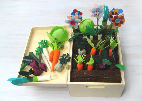 Great felt garden from Florfanka via Toby & Roo :: daily inspiration for stylish parents and their kids.