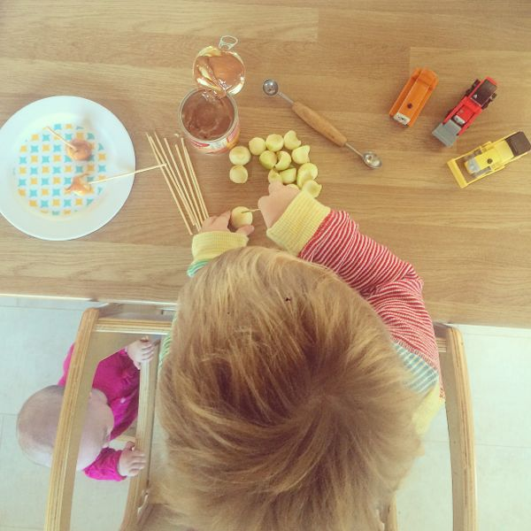 Mini toffee apples via Toby & Roo :: daily inspiration for stylish parents and their kids.