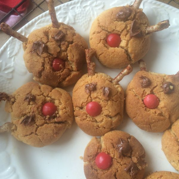 Reindeer peanut butter cookies for Christmas. via Toby & Roo :: daily inspiration for stylish parents and their kids.