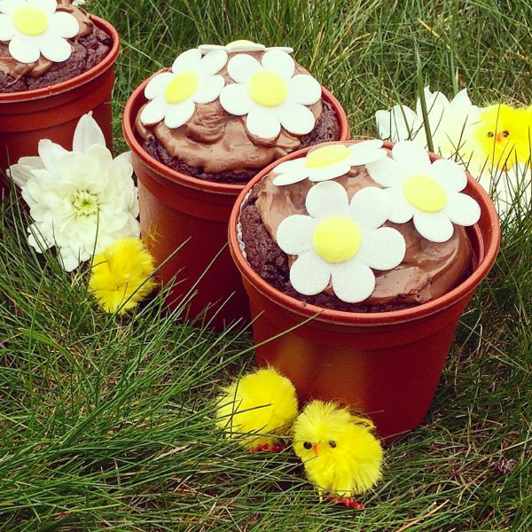 Easter recipes for kids :: Chocolate flower pot muffins